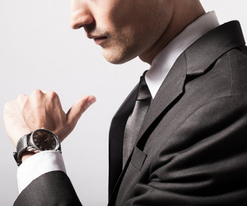 Man-checking-the-time-on-his-wrist-watch-640x436.jpg